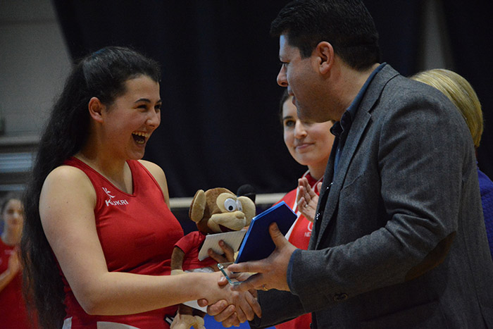 Chief Minister presents Amy Pozo with Player of the Challenge Cup Award