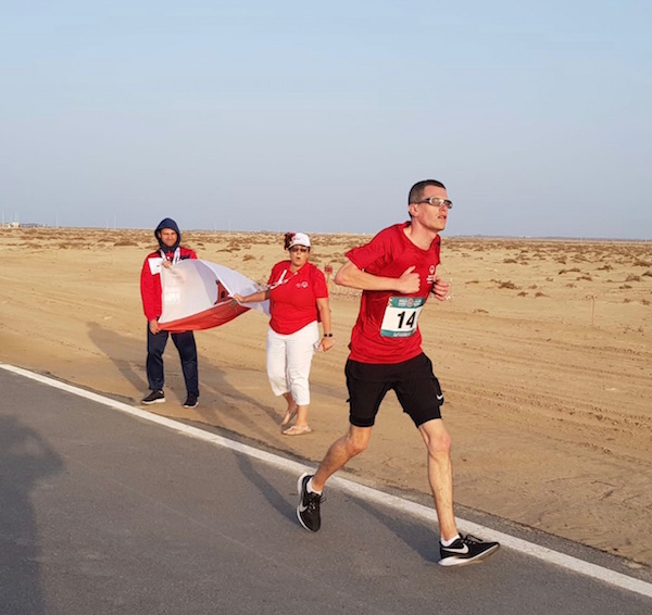Long distance runner Francis Mauro in the half marathon through the desert being supported by family